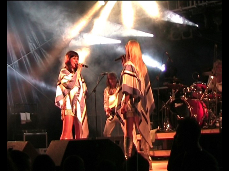 59 Platinum ABBA girls face live